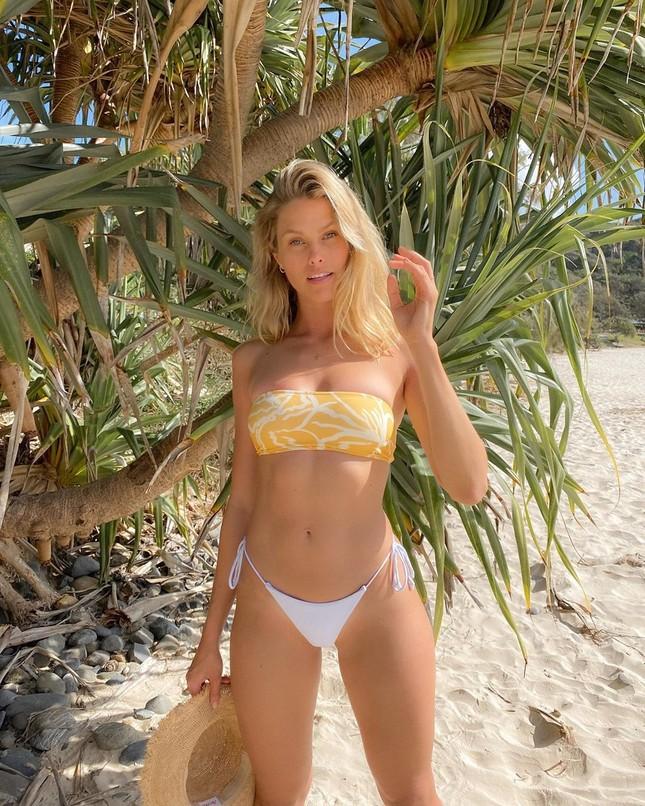Siêu mẫu Úc Natalie Roser căng đầy sức sống trên biển ảnh 5