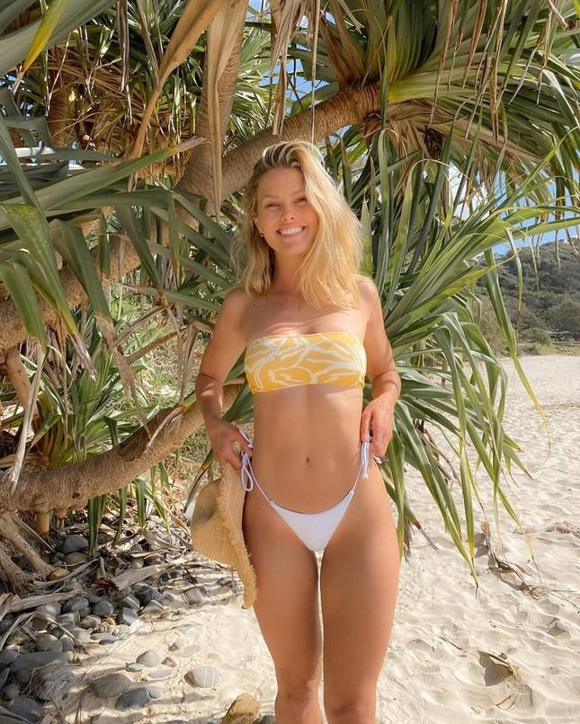 Siêu mẫu Úc Natalie Roser căng đầy sức sống trên biển ảnh 4