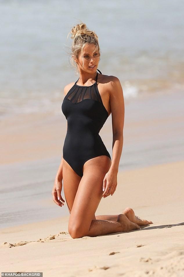 Siêu mẫu Úc Natalie Roser căng đầy sức sống trên biển ảnh 2