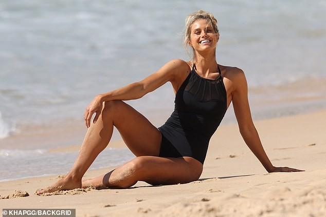 Siêu mẫu Úc Natalie Roser căng đầy sức sống trên biển ảnh 1