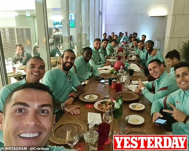 Bạn gái đăng ảnh gọi video tình tứ khi Ronaldo nhiễm COVID-19 ảnh 5