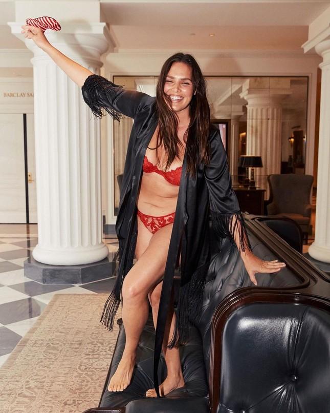Dàn mẫu quyến rũ đầy sức sống với nội y Victoria's Secret Holiday 2020 ảnh 17