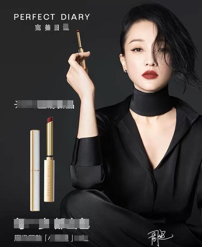 Vẻ đẹp U50 mong manh thanh tú của Châu Tấn ảnh 5