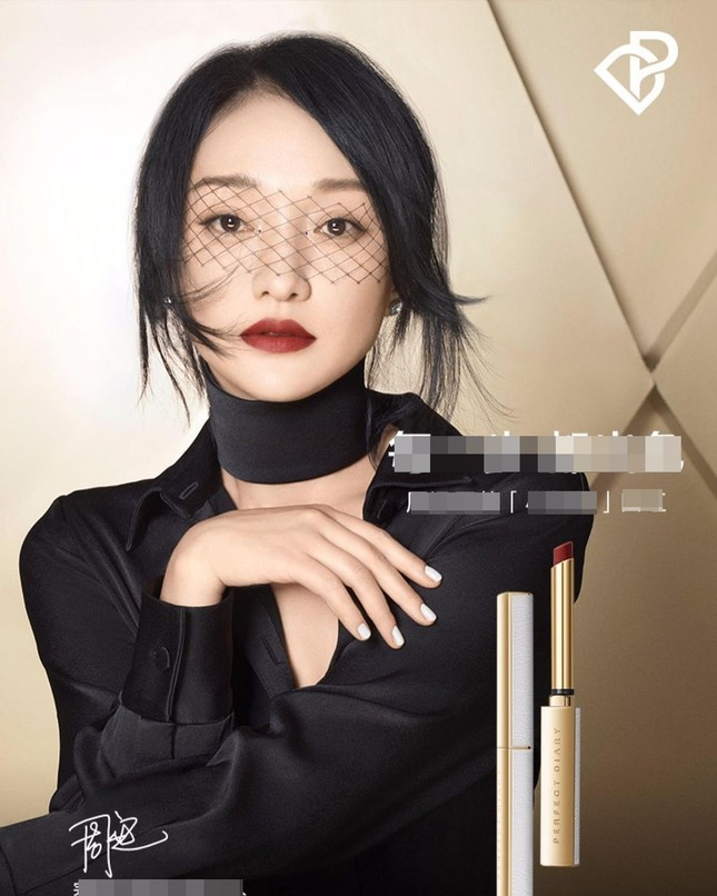 Vẻ đẹp U50 mong manh thanh tú của Châu Tấn ảnh 2