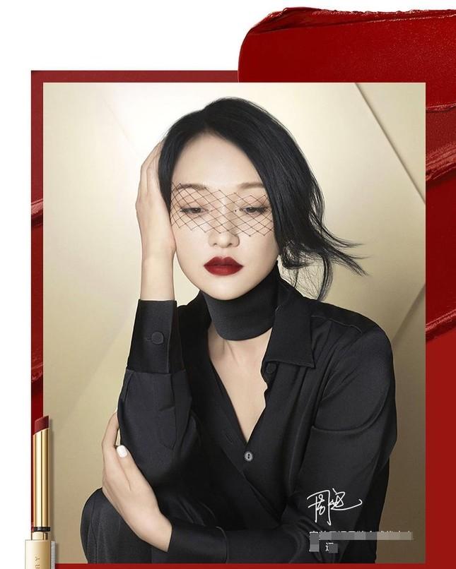 Vẻ đẹp U50 mong manh thanh tú của Châu Tấn ảnh 3
