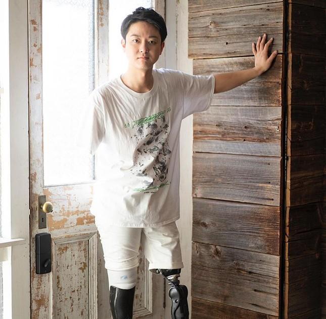 Chàng trai Nhật mất tay, chân vì tai nạn trở thành vlogger nổi tiếng ảnh 2