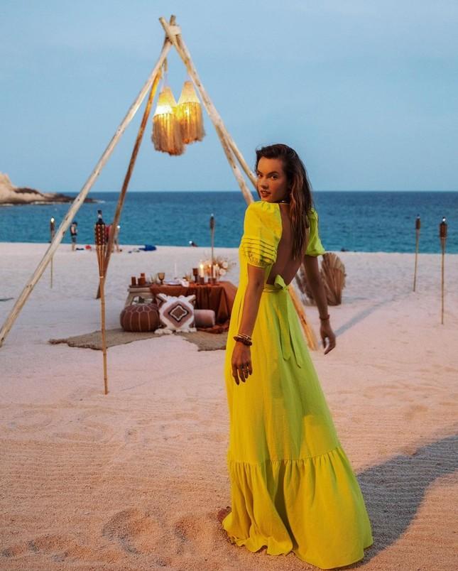 Mỹ nhân áo tắm xứ Samba dáng đẹp 'vạn người mê' ở tuổi tứ tuần ảnh 12
