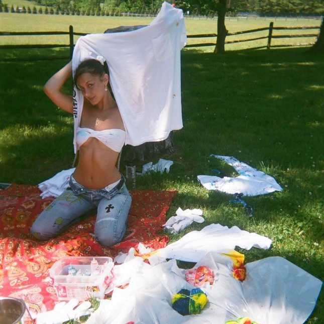 Bella Hadid chụp ảnh ngực trần táo bạo 'bỏng mắt' ảnh 20