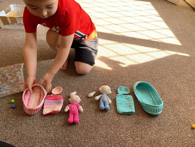 Mẹ Việt ở Anh làm 'thế giới đồ chơi handmade' sinh động cho con ảnh 8