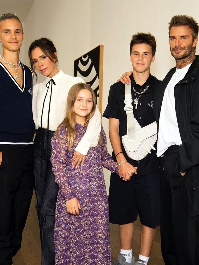 Ảnh hiếm hoi Victoria Beckham mặc bó sát thời tuổi teen ảnh 11