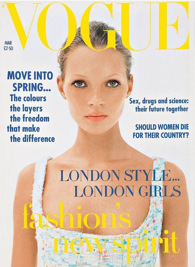 Huyền thoại làng mốt Kate Moss U50 diện váy khoét ngực sâu trẻ trung bất ngờ ảnh 4