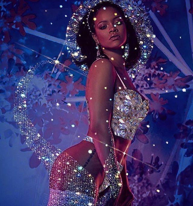 Rihanna bốc lửa với nội y Giáng sinh ảnh 8