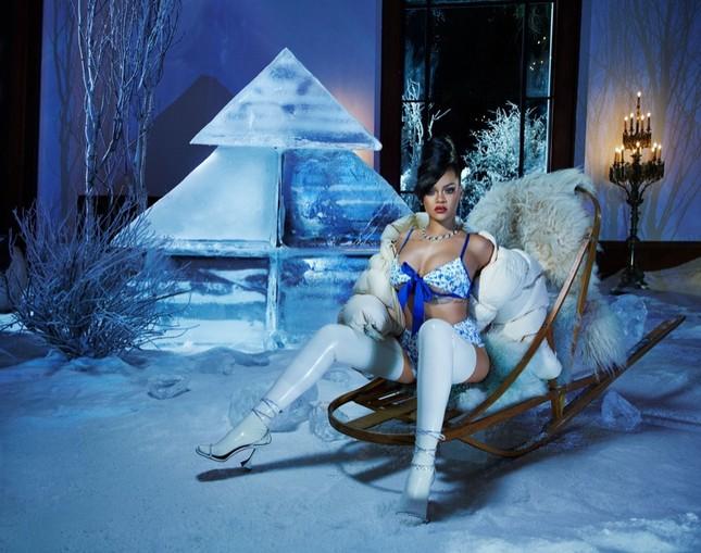 Rihanna bốc lửa với nội y Giáng sinh ảnh 1