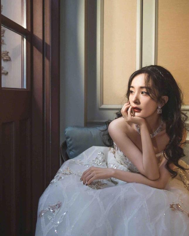 Ngắm quý cô độc thân xinh đẹp Dương Mịch 'phủ sóng' hình ảnh khắp mạng xã hội ảnh 21