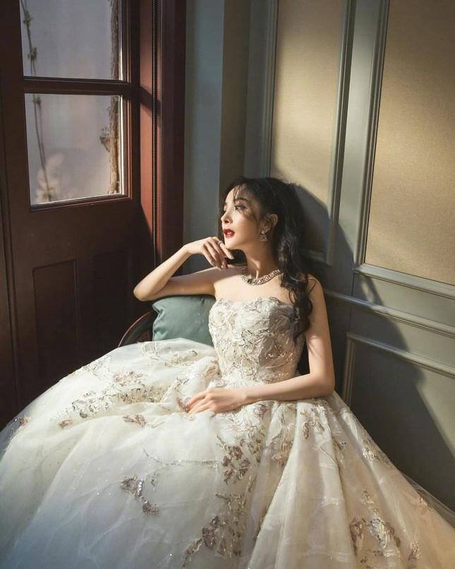 Ngắm quý cô độc thân xinh đẹp Dương Mịch 'phủ sóng' hình ảnh khắp mạng xã hội ảnh 22