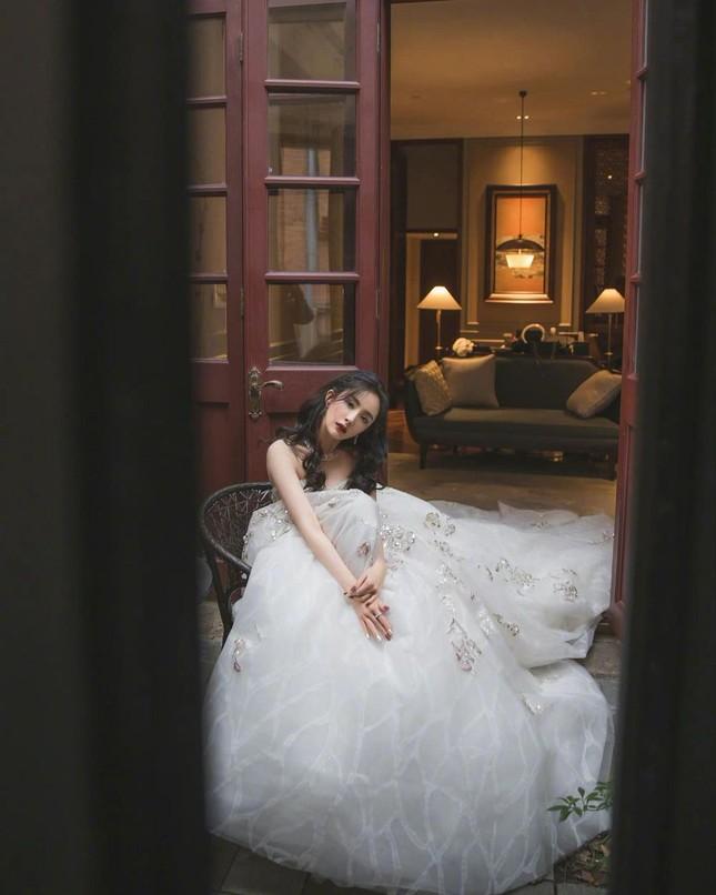 Ngắm quý cô độc thân xinh đẹp Dương Mịch 'phủ sóng' hình ảnh khắp mạng xã hội ảnh 23