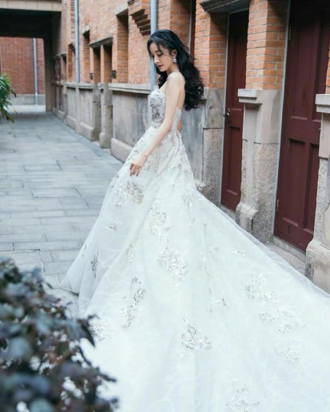 Ngắm quý cô độc thân xinh đẹp Dương Mịch 'phủ sóng' hình ảnh khắp mạng xã hội ảnh 24