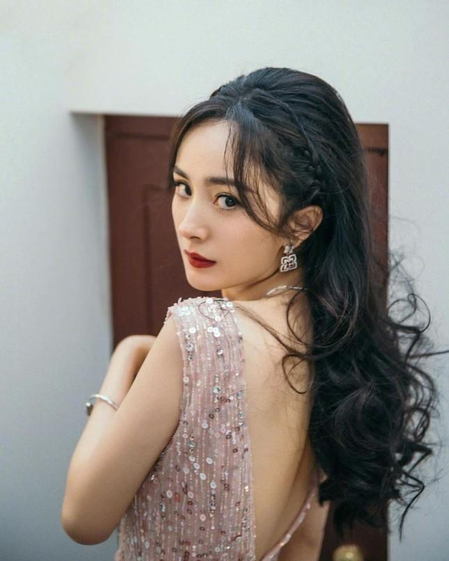 Ngắm quý cô độc thân xinh đẹp Dương Mịch 'phủ sóng' hình ảnh khắp mạng xã hội ảnh 18