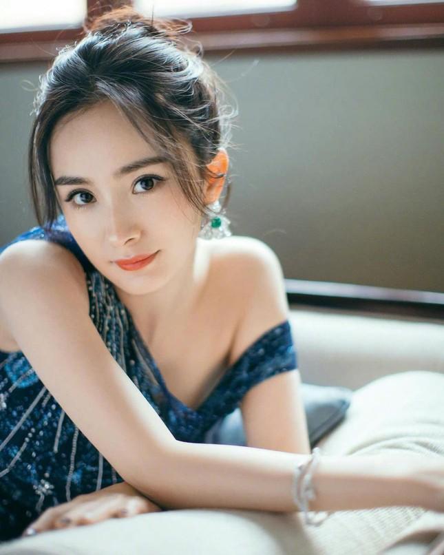 Ngắm quý cô độc thân xinh đẹp Dương Mịch 'phủ sóng' hình ảnh khắp mạng xã hội ảnh 10