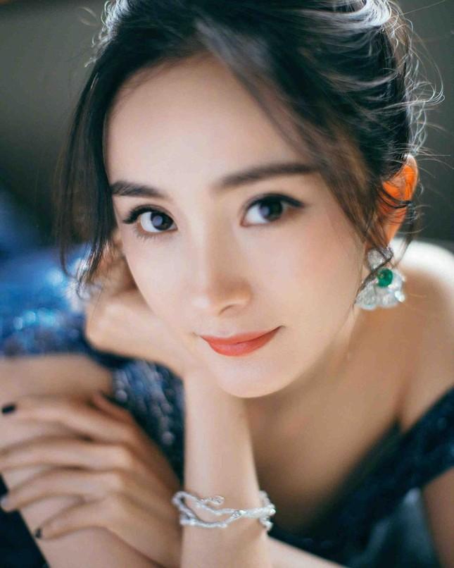 Ngắm quý cô độc thân xinh đẹp Dương Mịch 'phủ sóng' hình ảnh khắp mạng xã hội ảnh 11