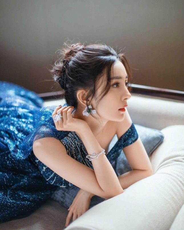 Ngắm quý cô độc thân xinh đẹp Dương Mịch 'phủ sóng' hình ảnh khắp mạng xã hội ảnh 12