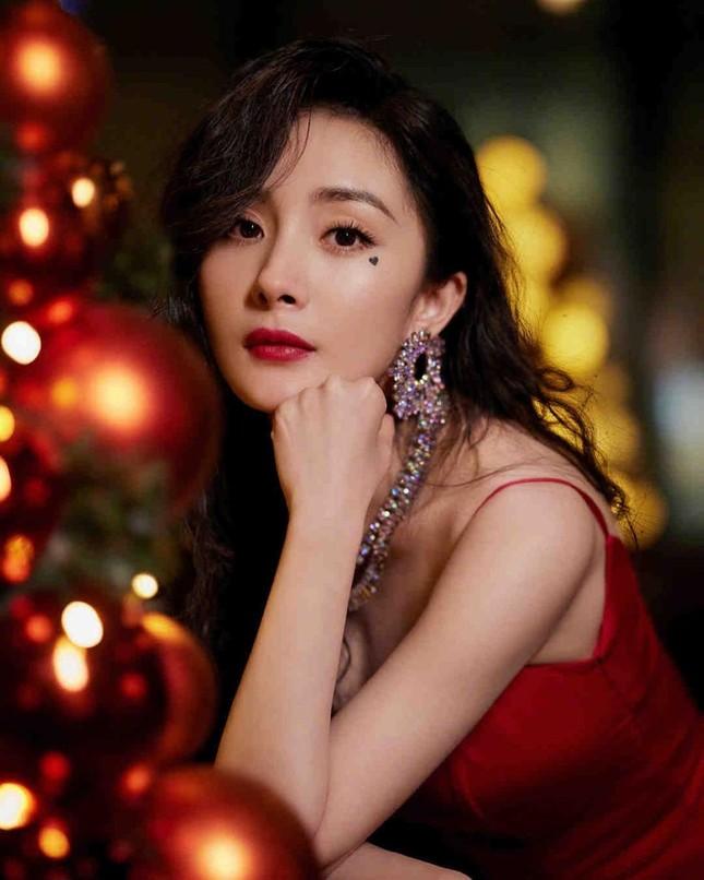 Ngắm quý cô độc thân xinh đẹp Dương Mịch 'phủ sóng' hình ảnh khắp mạng xã hội ảnh 2