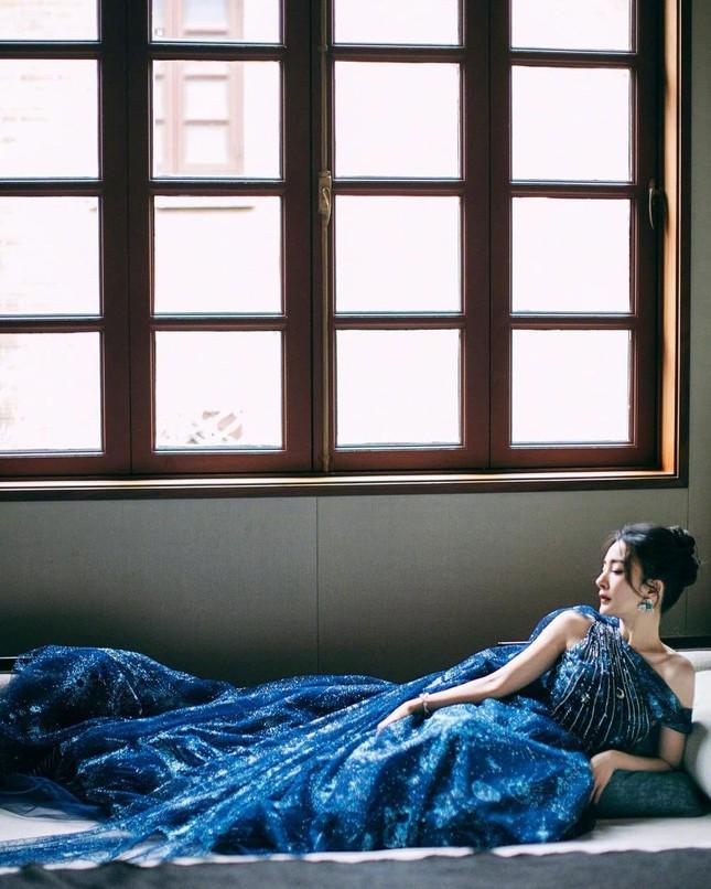 Ngắm quý cô độc thân xinh đẹp Dương Mịch 'phủ sóng' hình ảnh khắp mạng xã hội ảnh 14