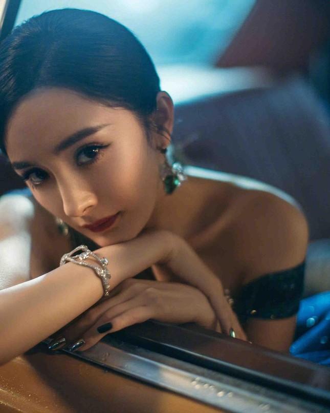 Ngắm quý cô độc thân xinh đẹp Dương Mịch 'phủ sóng' hình ảnh khắp mạng xã hội ảnh 16