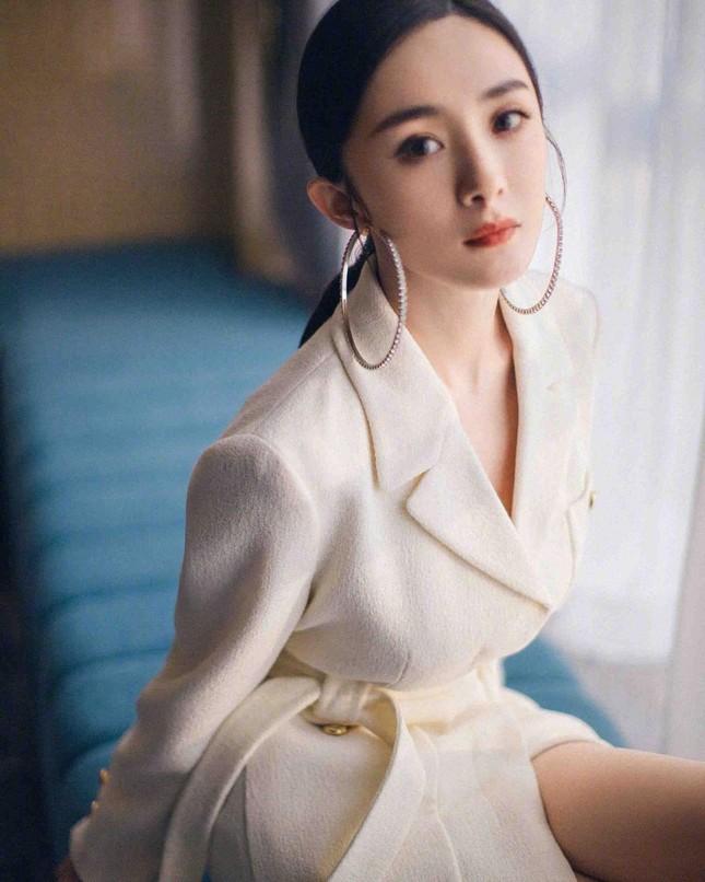 Ngắm quý cô độc thân xinh đẹp Dương Mịch 'phủ sóng' hình ảnh khắp mạng xã hội ảnh 17