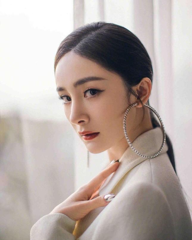 Ngắm quý cô độc thân xinh đẹp Dương Mịch 'phủ sóng' hình ảnh khắp mạng xã hội ảnh 26