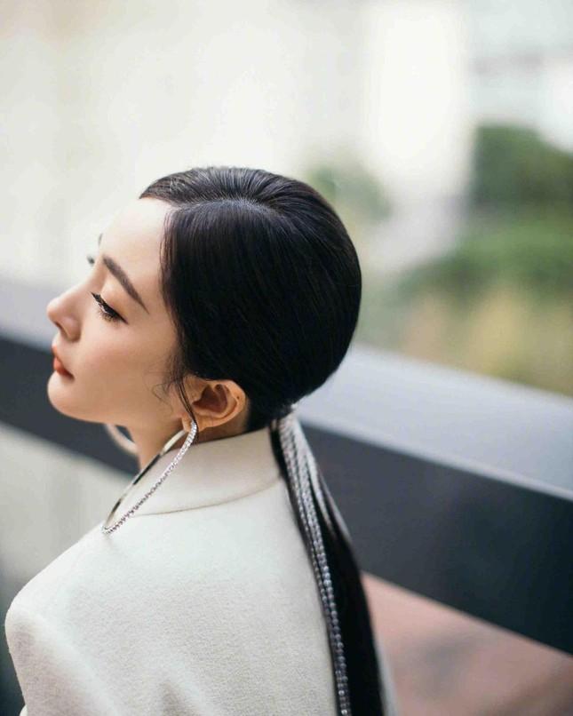 Ngắm quý cô độc thân xinh đẹp Dương Mịch 'phủ sóng' hình ảnh khắp mạng xã hội ảnh 27