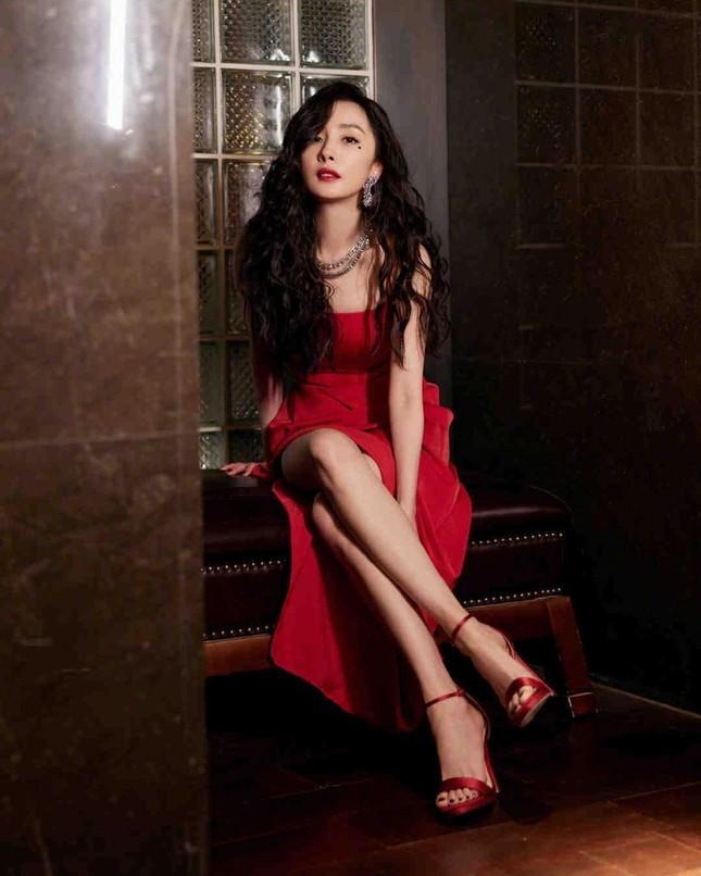 Ngắm quý cô độc thân xinh đẹp Dương Mịch 'phủ sóng' hình ảnh khắp mạng xã hội ảnh 6