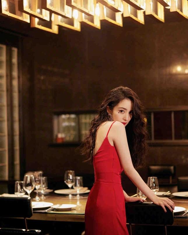 Ngắm quý cô độc thân xinh đẹp Dương Mịch 'phủ sóng' hình ảnh khắp mạng xã hội ảnh 7