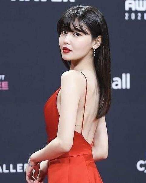 Người đẹp xứ Hàn nổi bật như nữ thần chiếm spotlight thảm đỏ ảnh 2