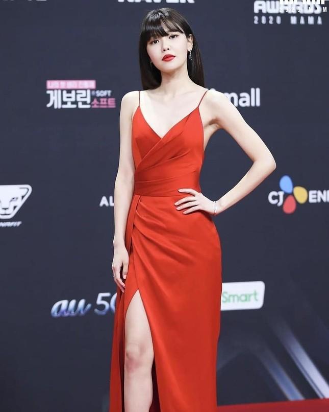 Người đẹp xứ Hàn nổi bật như nữ thần chiếm spotlight thảm đỏ ảnh 4