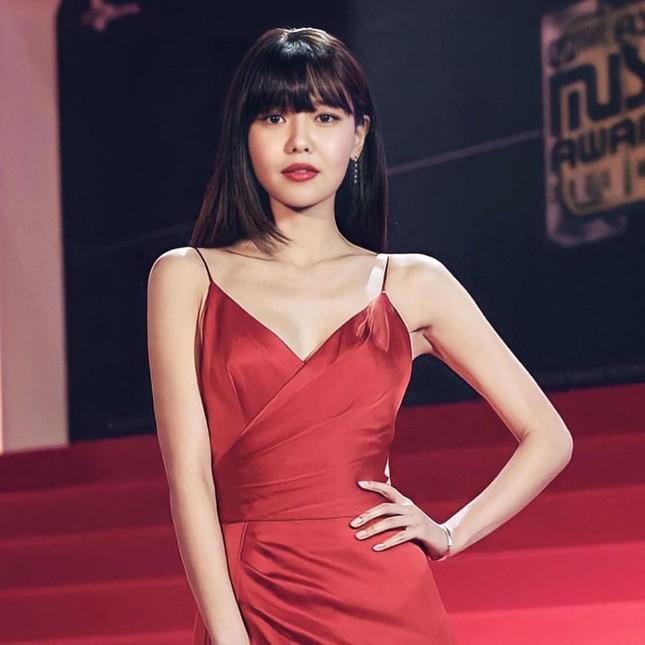 Người đẹp xứ Hàn nổi bật như nữ thần chiếm spotlight thảm đỏ ảnh 5