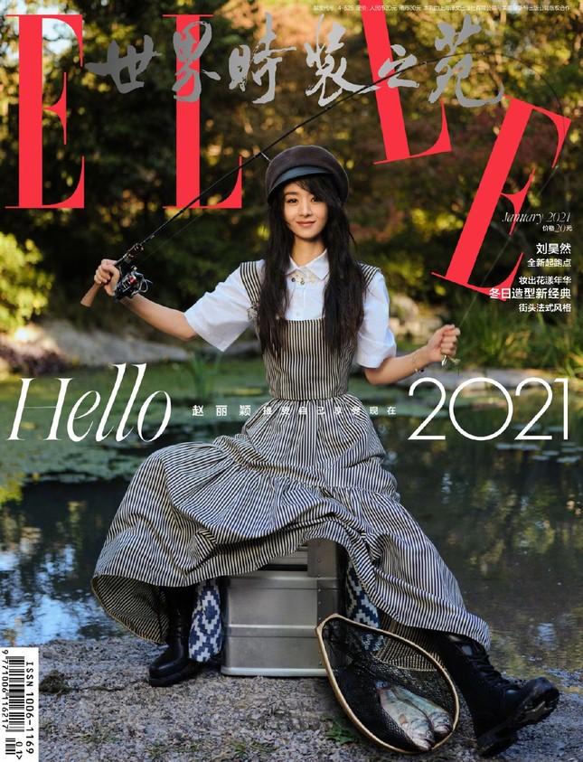 Triệu Lệ Dĩnh trẻ xinh ngỡ ngàng trên Elle số tân niên 2021 ảnh 1
