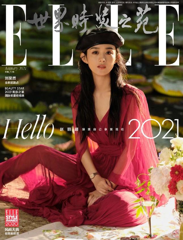 Triệu Lệ Dĩnh trẻ xinh ngỡ ngàng trên Elle số tân niên 2021 ảnh 2