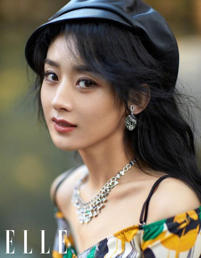 Triệu Lệ Dĩnh trẻ xinh ngỡ ngàng trên Elle số tân niên 2021 ảnh 5