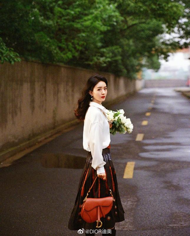 Triệu Lệ Dĩnh trẻ xinh ngỡ ngàng trên Elle số tân niên 2021 ảnh 15