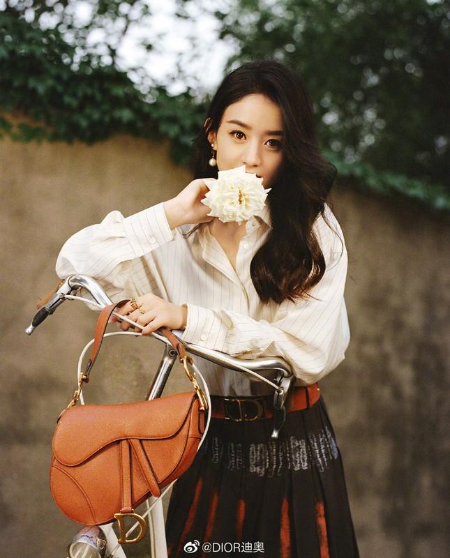 Triệu Lệ Dĩnh trẻ xinh ngỡ ngàng trên Elle số tân niên 2021 ảnh 13