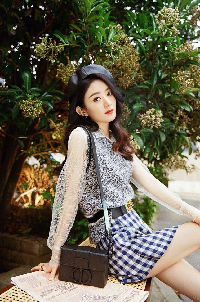Triệu Lệ Dĩnh trẻ xinh ngỡ ngàng trên Elle số tân niên 2021 ảnh 16
