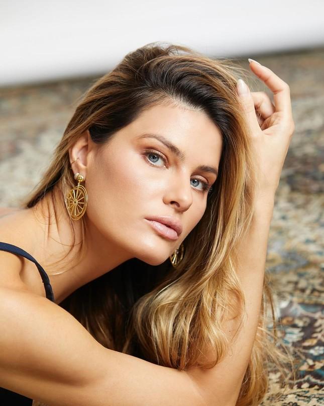 Sắc vóc trẻ trung của mỹ nhân áo tắm Brazil Isabeli Fontana ảnh 10