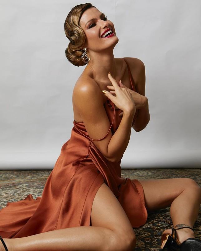 Sắc vóc trẻ trung của mỹ nhân áo tắm Brazil Isabeli Fontana ảnh 15