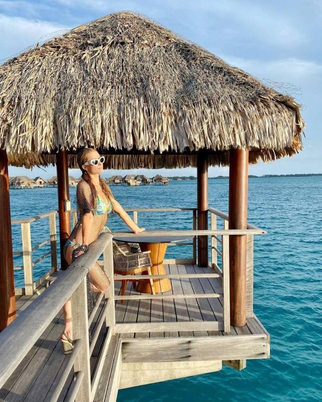 Ảnh bikini siêu gợi cảm của Paris Hilton ở đảo thiên đường ảnh 4