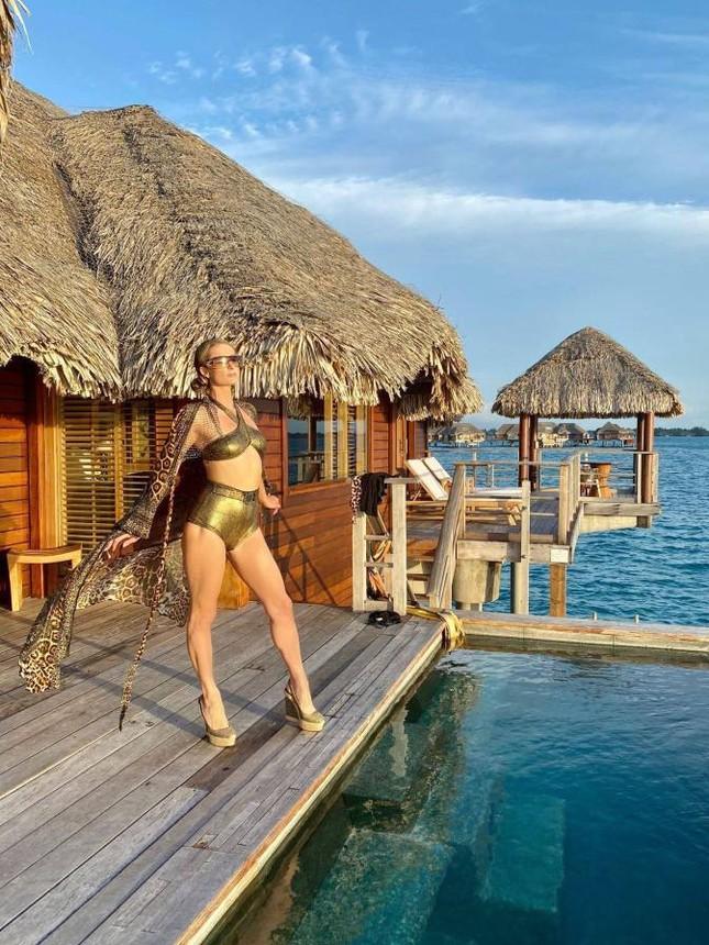 Ảnh bikini siêu gợi cảm của Paris Hilton ở đảo thiên đường ảnh 5