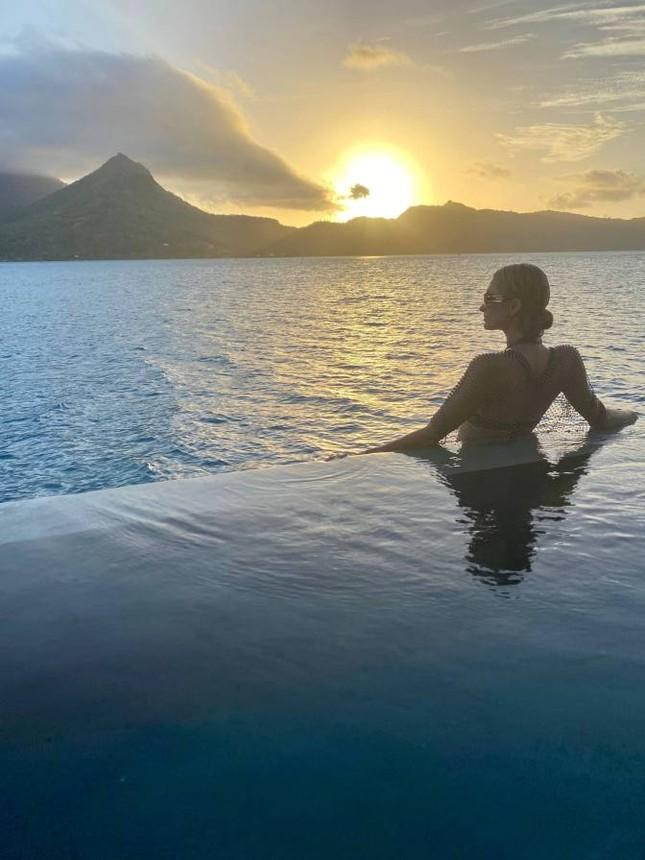 Ảnh bikini siêu gợi cảm của Paris Hilton ở đảo thiên đường ảnh 7