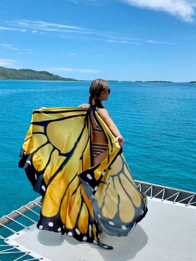 Ảnh bikini siêu gợi cảm của Paris Hilton ở đảo thiên đường ảnh 11