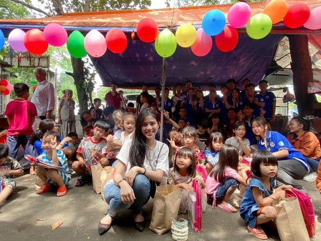 Cô gái giúp người nghèo khắp TP.HCM: 'Thấy ấm lòng vì được nhiều người tin tưởng' ảnh 4