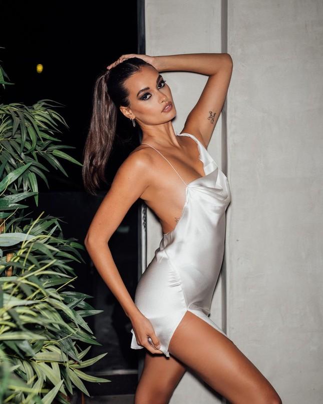 Ngắm hình thể nóng bỏng của 'chân dài' 9x xứ Samba Gizele Oliveira ảnh 5